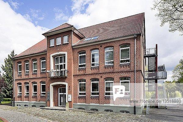 Alte Kirchschule  heute Musikschule  Bücherei und Schulmuseum  Schüttorf  Niedersachsen  Deutschland  Europa