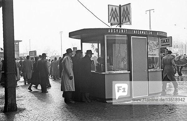Leipziger Messe  Messeinformation  1955  Hauptbahnhof  Leipzig  Sachsen  DDR  Deutschland  Europa
