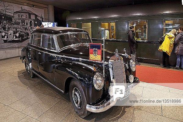 Adenauers Mercedes 300 mit Salonwagen 10205  Haus der Geschichte  Bonn  Rheinland  Nordrhein-Westfalen  Deutschland  Europa