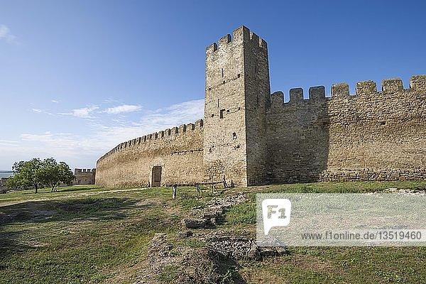 Verteidigungsmauer und Turm der Festung Akkerman oder Weiße Felsenfestung  Belgorod-Dnestrovskiy  Odessa Oblast  Ukraine  Europa