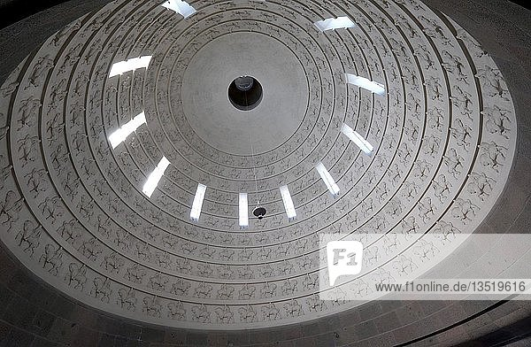 Kuppel mit 324 Reiterfiguren  Völkerschlachtdenkmal  Leipzig  Sachsen  Deutschland  Europa