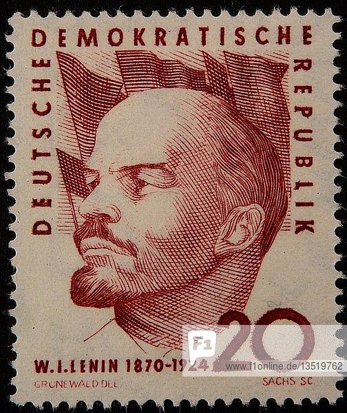 Wladimir Iljitsch Uljanow Lenin  ein russischer kommunistischer Revolutionär  Politiker und Politologe  Porträt auf einer deutschen Briefmarke  Deutschland  Europa