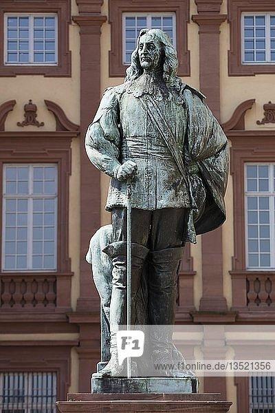 Karl Ludwig  Kurfürst von der Pfalz  Statue  Schlossplatz  Mannheim  Baden-Württemberg  Deutschland  Europa