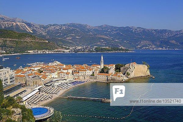 Altstadt mit Stadtstrand  Budva  Adriaküste  Montenegro  Europa