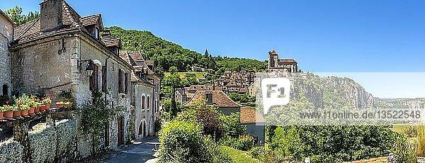 Saint-Cirq-Lapopie auf Santiago de Compostela Pilgerweg  Les Plus Beaux Villages de France oder Die schönsten Dörfer Frankreichs  Lot  Occitanie  Frankreich  Europa