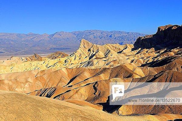 Gesteinsformationen am Morgen am Zabriske Point  Death Valley Nationalpark  Kalifornien  USA  Amerika  Nordamerika