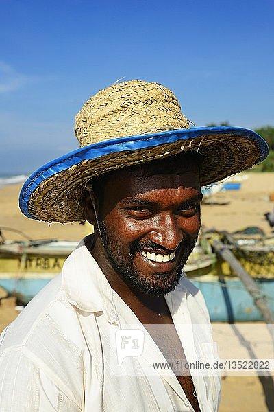 Fischer am Strand von Tangalle  Sri Lanka  Asien