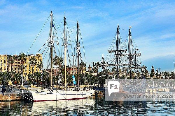 Museumsschiffe Museu Maritim de Barcelona im Hafen Port Vell  Barcelona  Katalonien  Spanien  Europa