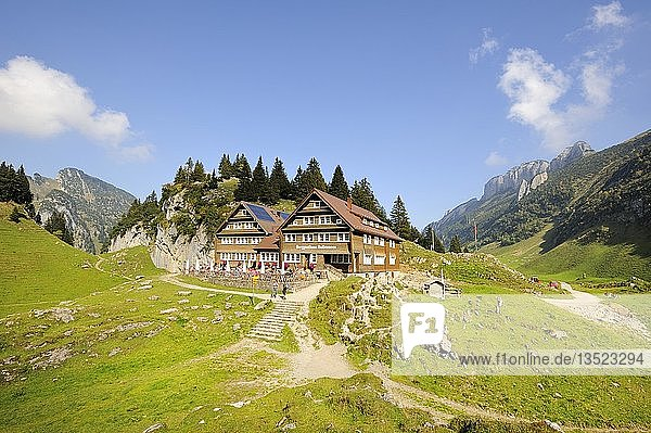 Berggasthaus Bollenwees  1471 m  oberhalb vom Fälensee in den Appenzeller Alpen  Kanton Appenzell Innerrhoden  Schweiz  Europa