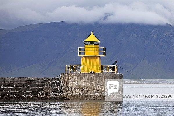 Leuchtturm an der Hafeneinfahrt  Seltjarnarnes  Reykjavik  Island  Europa