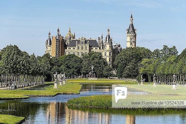 Schlosspark  Schloss  Schwerin  Mecklenburg-Vorpommern  Deutschland  Europa
