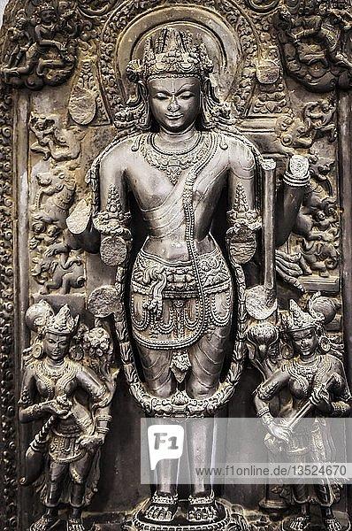 Hinduistische Gottheit  Antike Stein Stele  Nationalmuseum  Kathmandu  Himalaya Region  Nepal  Asien