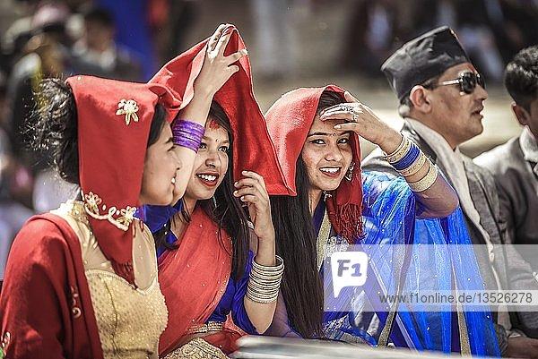 Lachende Frauen  Streetlife  Kathmandu  Nepal  Asien