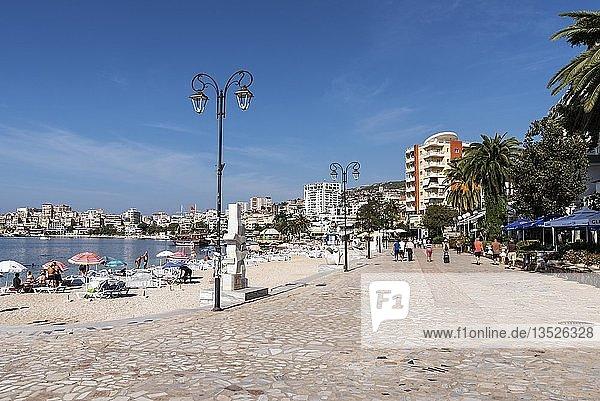 Strand  Uferpromenade  Stadtansicht  Saranda  Albanien  Europa