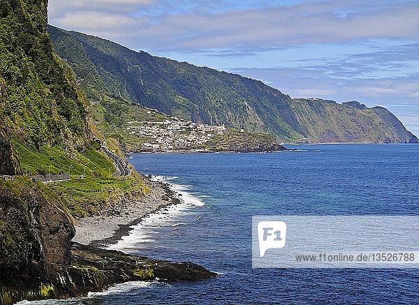 Küstenlinie nahe Sao Vicente  Madeira  Portugal  Europa