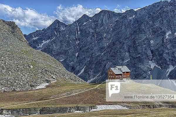 Gebirgshütte  Neue Reichenberger Hütte  Nationalpark Hohe Tauern  Osttirol  Österreich  Europa