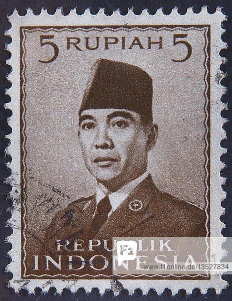 Sukarno  Präsident von Indonesien  Porträt auf einer indonesischen Briefmarke  Schweden  Europa