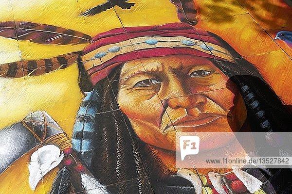 Indianer-Figur  Porträt  Straßenmalerei  Straßenmaler-Festival Geldern  Geldern  Niederrhein  Nordrhein-Westfalen  Deutschland  Europa