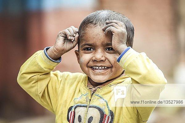 Lachendes Kind  Junge  Bandipur  Nepal  Asien