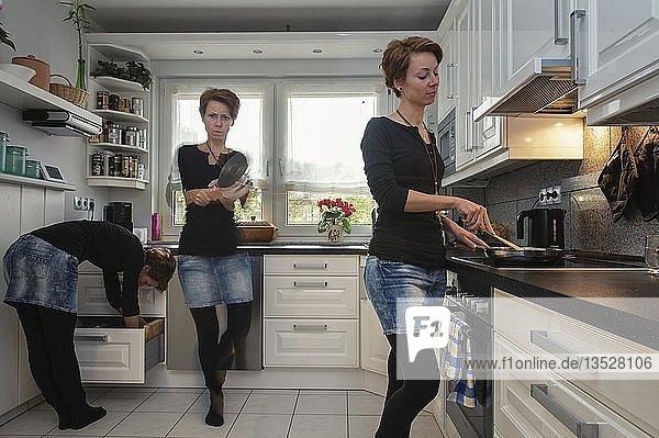 Junge Frau  3-fach abgebildet  in der Küche  Grevenbroich  Nordrhein-Westfalen  Deutschland  Europa