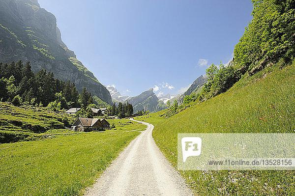 Wanderweg zwischen Wasserauen und Seealpsee  Kanton Appenzell Innerrhoden  Schweiz  Europa