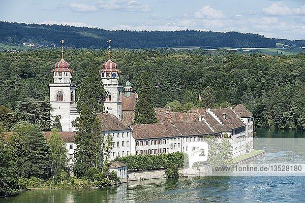 Blick über den Rhein zur Klosterkirche Rheinau  Kanton Zürich  Schweiz  Europa