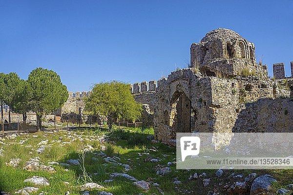 Ruine der alten byzantinischen Kirche innerhalb der Zitadelle aus seldschukischer Zeit  Burgberg  Alanya  türkische Riviera  Türkei  Asien