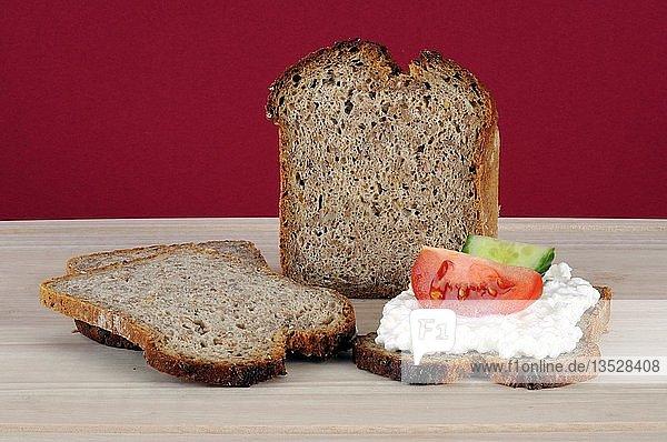 Gesunde Ernährung  Vollkornbrot mit Frischkäsebrot