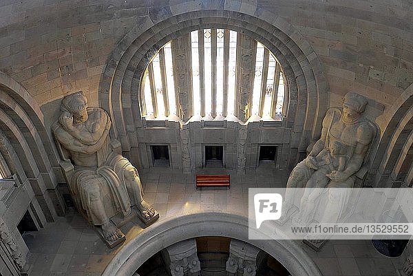 Ruhmeshalle mit Kolossalplastiken  Völkerschlachtdenkmal  Leipzig  Sachsen  Deutschland  Europa