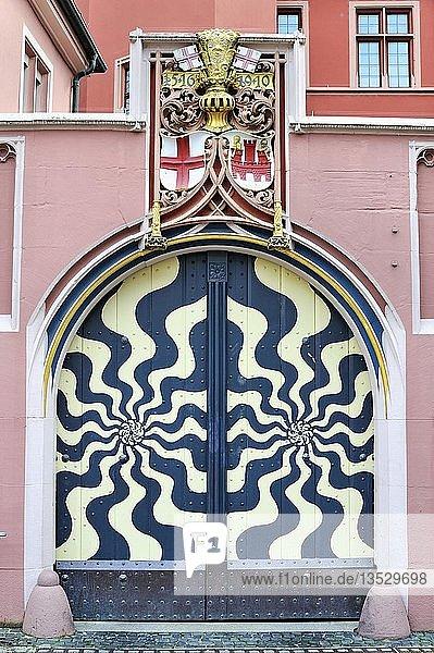 Hofportal mit Stadtsiegel und Stadtwappen  Haus zum Walfisch  historische Altstadt von Freiburg im Breisgau  Baden-Württemberg  Deutschland  Europa