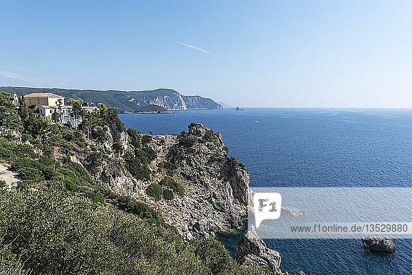Kloster Panagia Theotókos tis Paleokastritsas  Paleokastritsa  Küste  Mittelmeer  Insel Korfu  Ionische Inseln  Griechenland  Europa