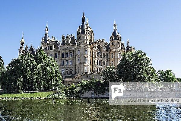 Schloss  Schweriner See  Schwerin  Mecklenburg-Vorpommern  Deutschland  Europa