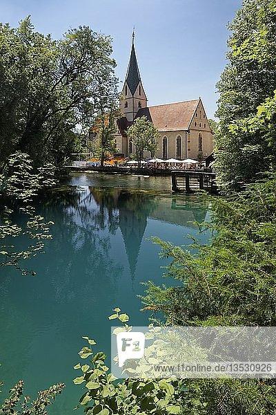 Klosterkirche  Benediktinerorden  Blautopf  Karstquelle  Blaubeuren  Alb-Donau-Kreis  Schwäbische Alb  Baden Württemberg  Deutschland  Europa