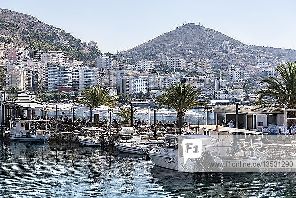 Kleiner Hafen  Restaurant  Uferpromenade  Saranda  Albanien  Europa