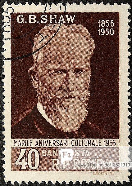 George Bernard Shaw  ein irischer Dramatiker  Kritiker  Polemiker und politischer Aktivist. Porträt auf einer rumänischen Briefmarke  Rumänien  Europa