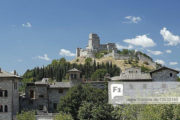 Ausblick auf Befestigungsanlage Rocca Maggiore  Assisi  Italien  Umbrien  Italien  Europa