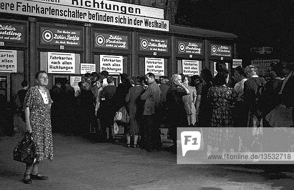 Fahrkartenschalter  1948  Hauptbahnhof   Leipzig Sachsen  DDR  Deutschland  Europa
