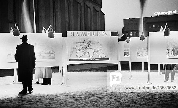 Leipziger Messe  Werbetafeln  1957  Grammaische Straße  Leipzig  Sachsen  DDR  Deutschland  Europa