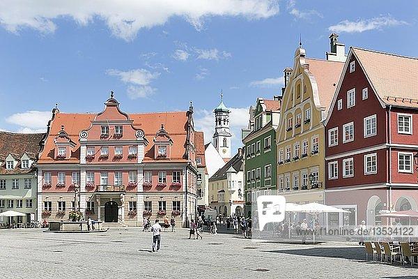 Haus der Großzunft und historische Bürgerhäuser am Markt  Memmingen  Schwaben  Bayern  Deutschland  Europa