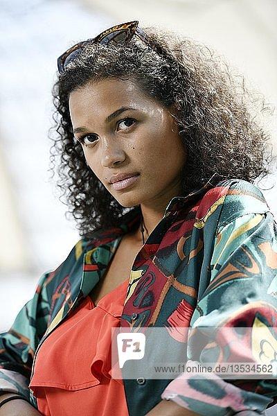 Junge Frau  Fashion  Fotoshooting  Portrait  München  Oberbayern  Bayern  Deutschland  Europa