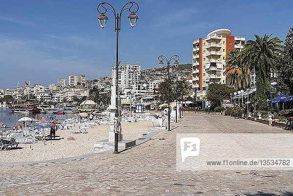 Strand  Uferpromenade  Saranda  Albanien  Europa