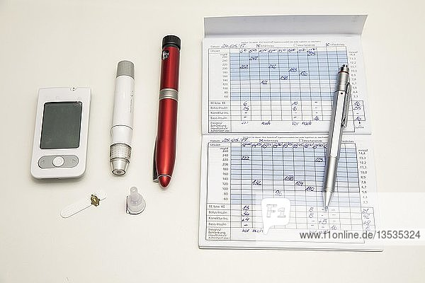 Diabetes  Blutzuckermessgerät links  Teststreifen  Stechhilfe  Insulin-Pen  Blutzuckertagebuch  Deutschland  Europa