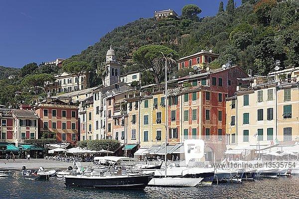Dorf und Hafen  Portofino  Golfo Paradiso  Provinz Genua  Riviera di Levante  Ligurien  Italien  Europa