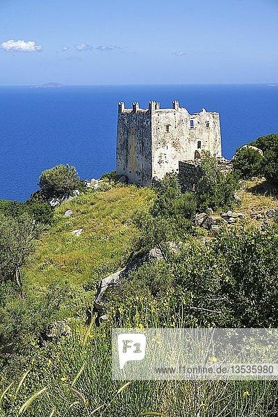 Pyrgos Agias  venezianischer Wohnturm bei Agia im Norden der Insel Insel Naxos  Kykladen  Ägäis  Griechenland  Europa
