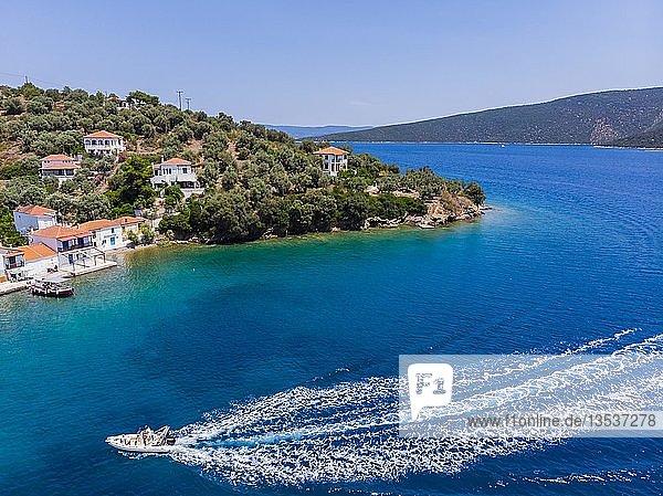 Luftaufnahme  Bucht von Paleo Trikiri  Insel Pangias Trikeri  Trikeri-Milina  Region Volos  Meerenge von Trikiri  Halbinsel Pilion  Pagaitischer Golf  Griechenland  Europa