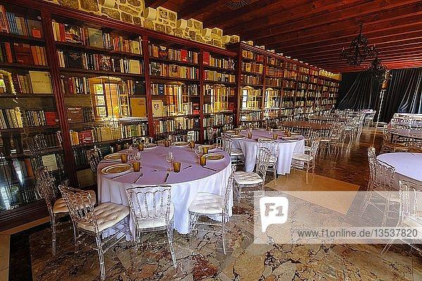 Restaurant in alter Bibliothek im Fort  Citadela  Altstadt  Budva  Montenegro  Europa