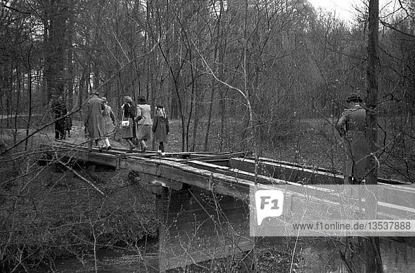 Gestohlene Brückenbretter  1948  Leipzig  Sachsen  DDR  Deutschland  Europa