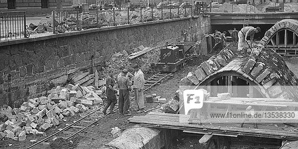 Baustelle  Kanalisation  1955  Pleißemühlgraben  Leipzig  Sachsen  DDR  Deutschland  Europa