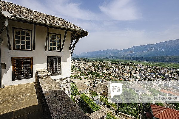 Ausblick vom Zekate-Haus  Wehrhaus  Shtëpia e Zekatëve  Gjirokastra  Gjirokastër  Albanien  Europa