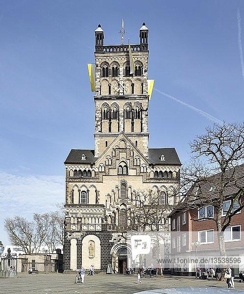 Romanische Hauptkirche St. Quirinus  Neuss  Rheinland  Nordrhein-Westfalen  Deutschland  Europa